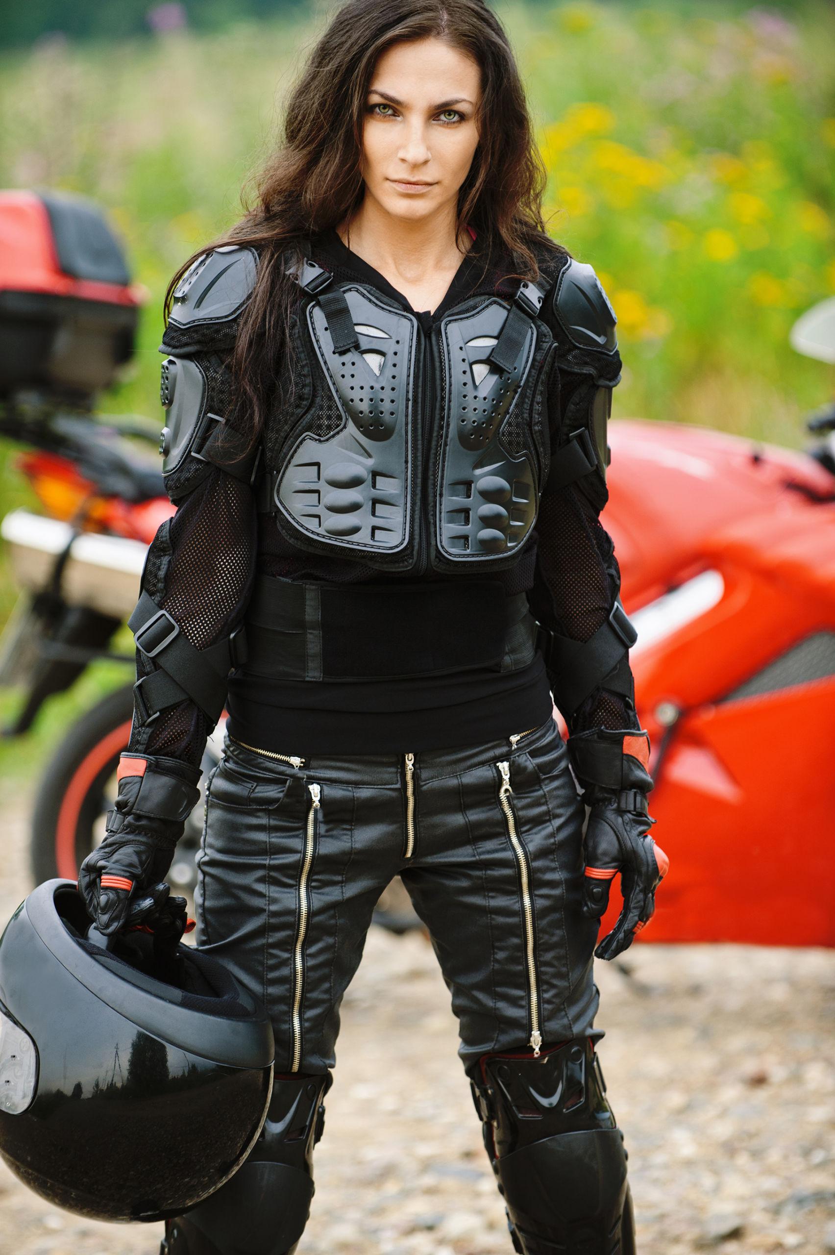 Equipement complet d'une femme à moto