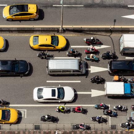 Circulation inter-files de deux-roues motorisés entre les voies de circulation